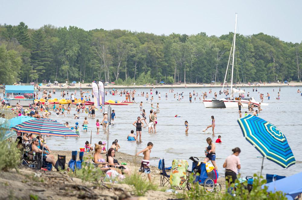 La plage du parc national d'Oka, dans les Basses-Laurentides, était bondée le mercredi 4 août dernier.